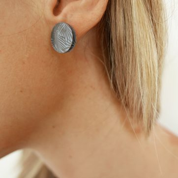 Bica orecchini dots silver indossati