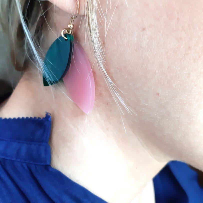 Bica orecchini pendenti foliage rosa verde dett